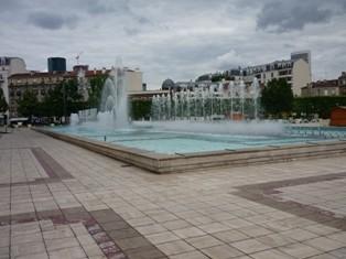 fontaine06_puteaux_esplanade mairie.jpg